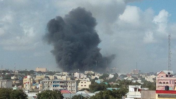 انفجارات ضخمة تهز العاصمة الصومالية مقديشو