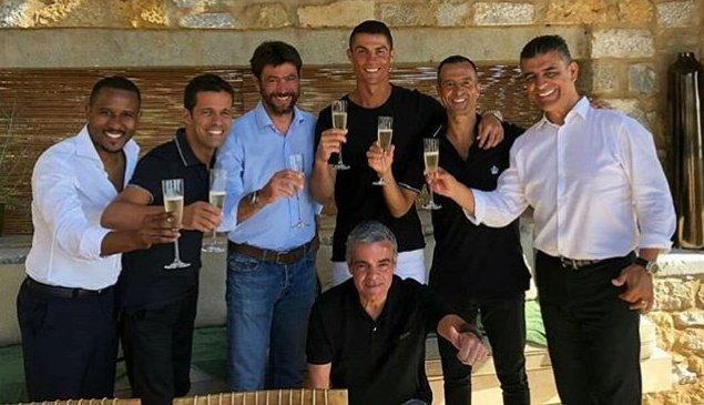 شاهد أول صورة لكريستيانو رونالدو بعد توقيعه مع يوفنتوس