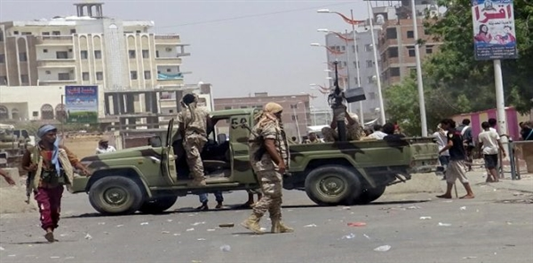 مقتل مدير قسم شرطة ومرافقه الشخصي باشتباكات مع مسلحين في عدن