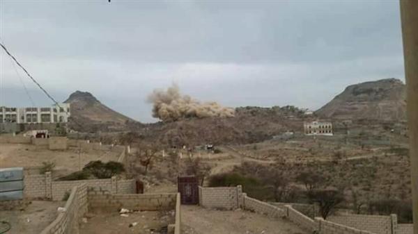 مليشيا الحوثي تقصف قرى مديرية المقاطرة بلحج من أماكن تمركزها في جبال الأحكوم