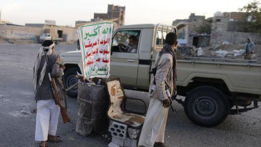 مليشيا الحوثي تقتحم منزل مواطنا في ريمة وتعبث بمحتوياته وتروع الأطفال والنساء