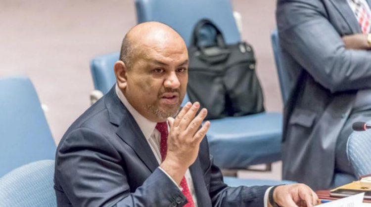 وزير الخارجية اليمني يتهم مسؤولاً أممياً بإدخال سياسيين بطائرات المنظمة الدولية إلى صنعاء