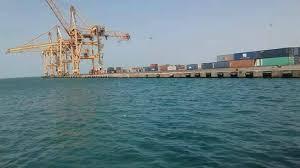 """مليشيا الحوثي ترفض تفريغ """"سفينة ديزل"""" في ميناء الحديدة منذ 23 يوماً"""