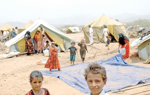 مليشيا الحوثي تبتز النازحين بالمساعدات الانسانية مقابل التجنيد في صفوفها