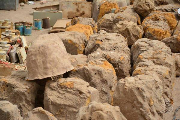 الفرق الهندسية التابعة للجيش تنزع كميات من الألغام التي زرعتها مليشيا الحوثي في القبيطة بلحج