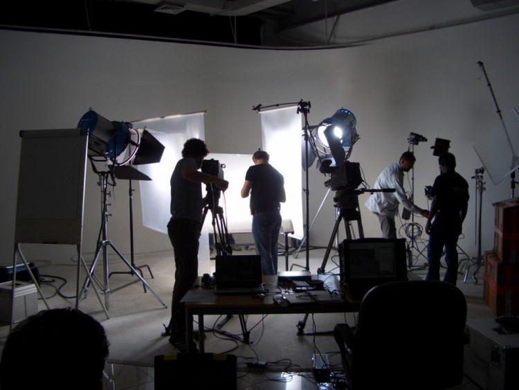لازم نقول لمنتجي السينما والتلفزيون