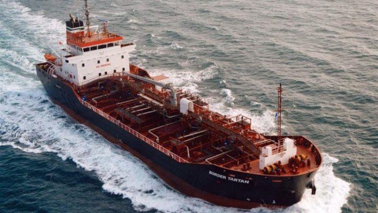 محلل سياسي يمني يتهم هذه الدولة باستهداف ناقلة النفط السعودية