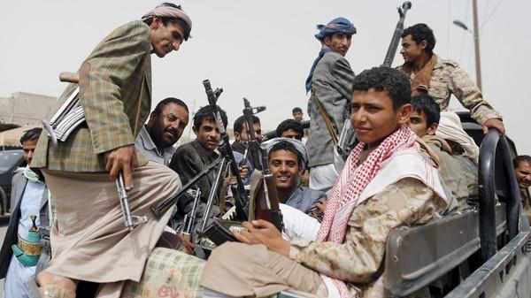 إب: اشتباكات مسلحة بين الحوثيين على خلفية نهب جبايات مالية