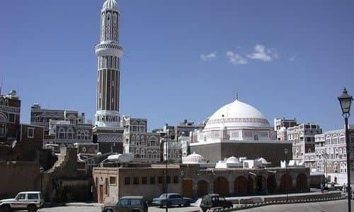 مصلون في العاصمة صنعاء ينتفضون على مسلحين حوثيين ويطردوهم من أحد المساجد