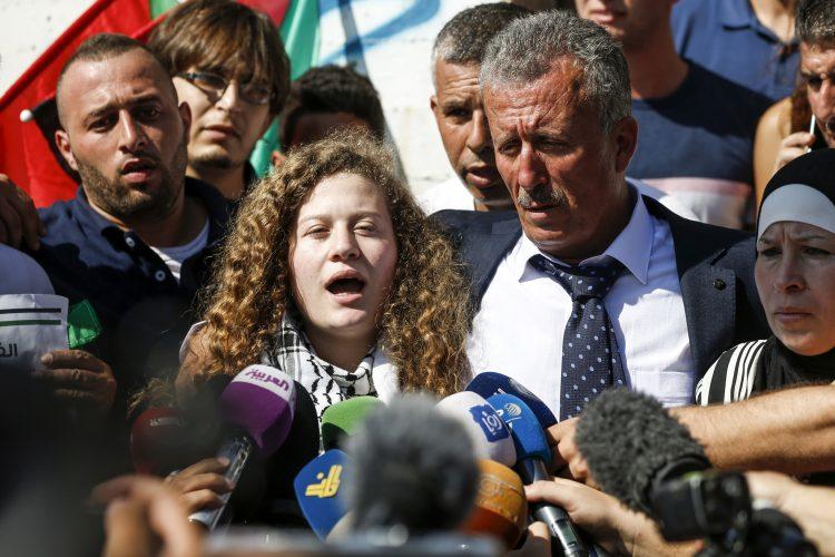الافراج عن الفتاة الفلسطينية عهد التميمي التي صفعت جندي اسرائيلي