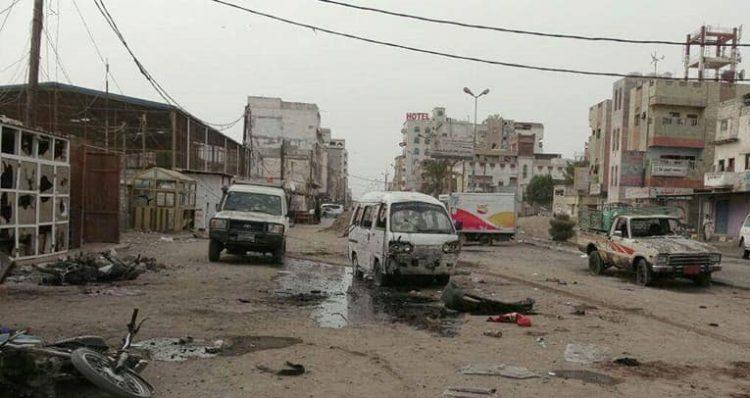 سياسيون: في محاولة لإنقاذ الحوثيين .. الطيران الاماراتي يستهدف المدنيين في الحديدة