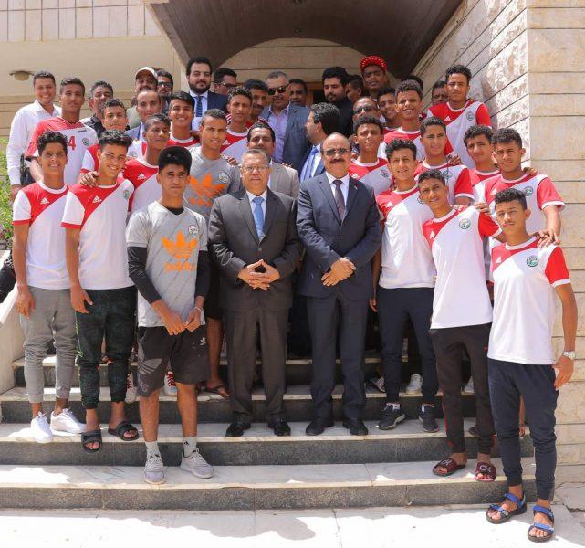 بن دغر يلتقي لاعبي المنتخب اليمني للناشئين بالأردن