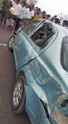 مدرعة إماراتية تابعة للحزام الأمني في عدن تدهس سيارة مواطن لتأخره في إفساح الطريق
