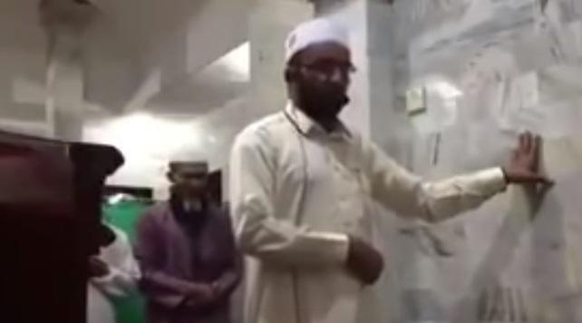 فيديو.. ثبات إمام مسجد أثناء زلزال اندونيسيا
