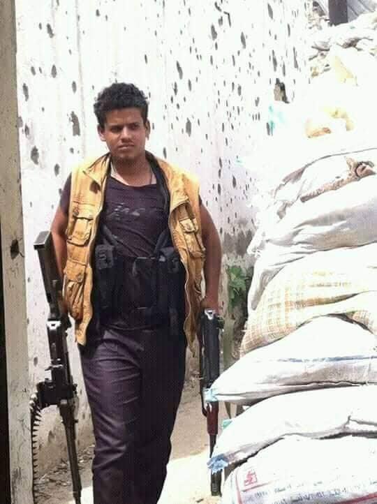 العثور على جثة جندي تابع للواء 22 ميكا بعد ساعات من اختطافه في تعز