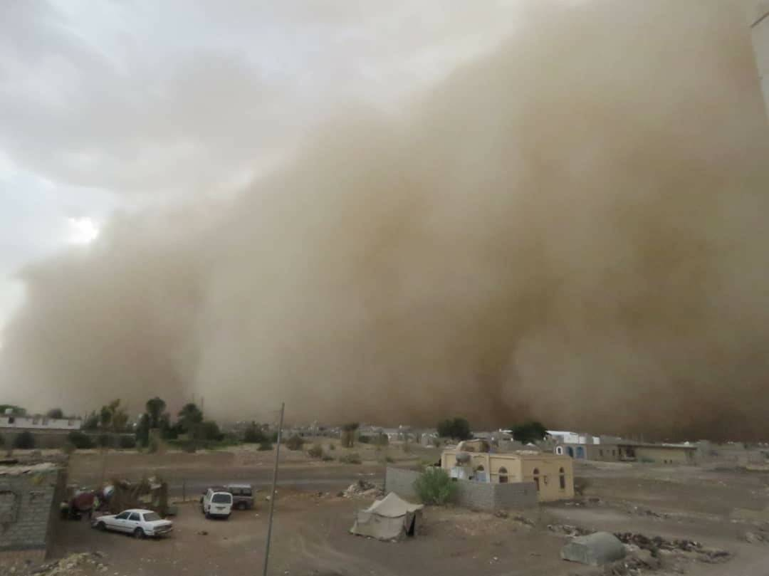 موجة غبار ضخمة تجتاح محافظة مارب