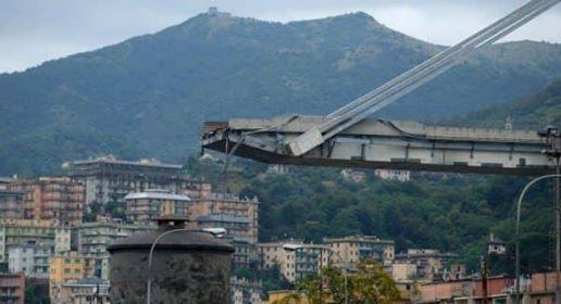 ارتفاع ضحايا انهيار جسر بإيطاليا الى 35 شخصاً