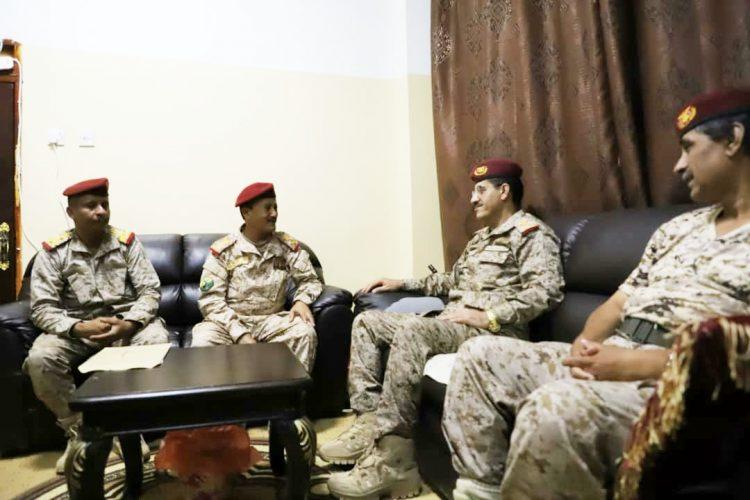 رئيس هيئة الاركان يناقش برامج التأهيل العسكري في المناطق العسكرية