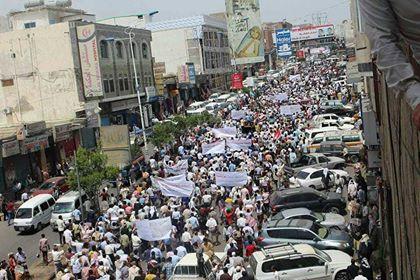 مسيرة حاشدة تجوب شوارع مدينة تعز دعما للجيش الوطني والأمن