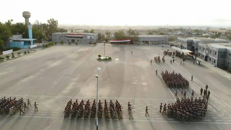 هاني بن بريك يواصل تمرده على الشرعية ويؤيد الاعتداء على الكلية العسكرية
