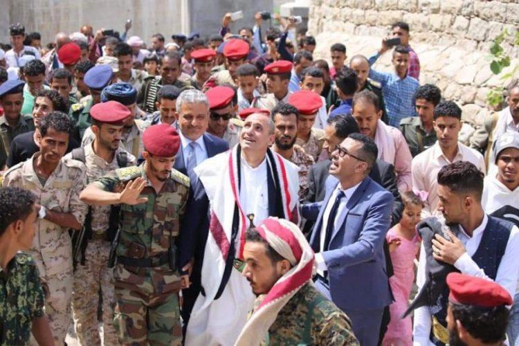 وكيل أول محافظة تعز يزور الجرحى ومواقع عسكرية وأمنية ويفتتح قلعة القاهرة ويدشن مهرجان العيد