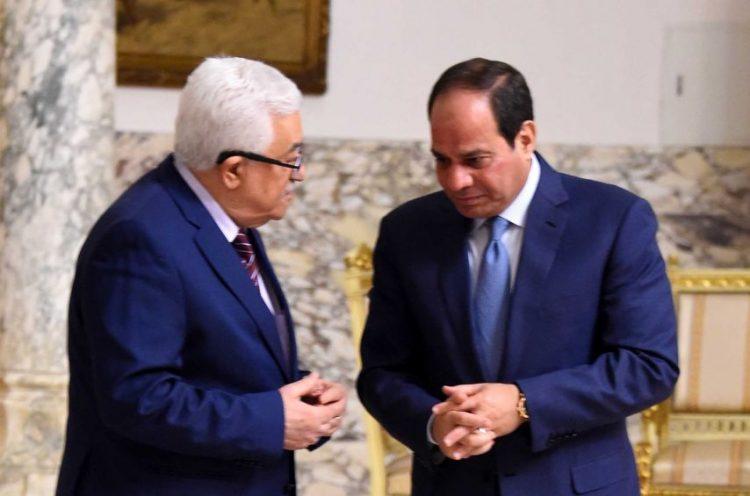 """تفاصيل مكالمة هامة بين الرئيس الفلسطيني """"عباس"""" ونظيره المصري """"السيسي""""."""