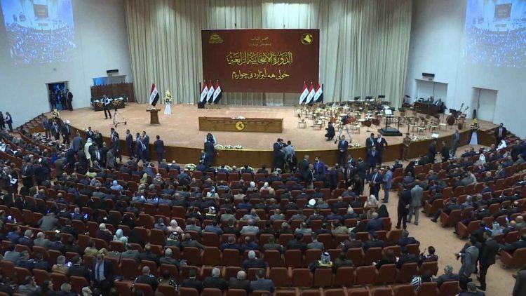 """بعد أشهُر من """"الغموض السياسي"""".. البرلمان العراقي يعقد أولى جلساته"""