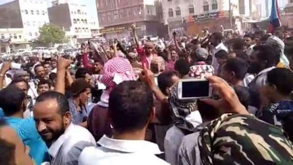 """أنصار المجلس الإنتقالي الجنوبي المدعوم إماراتيا يهتفون ضد السعودية """"برع برع يا سلمان"""""""