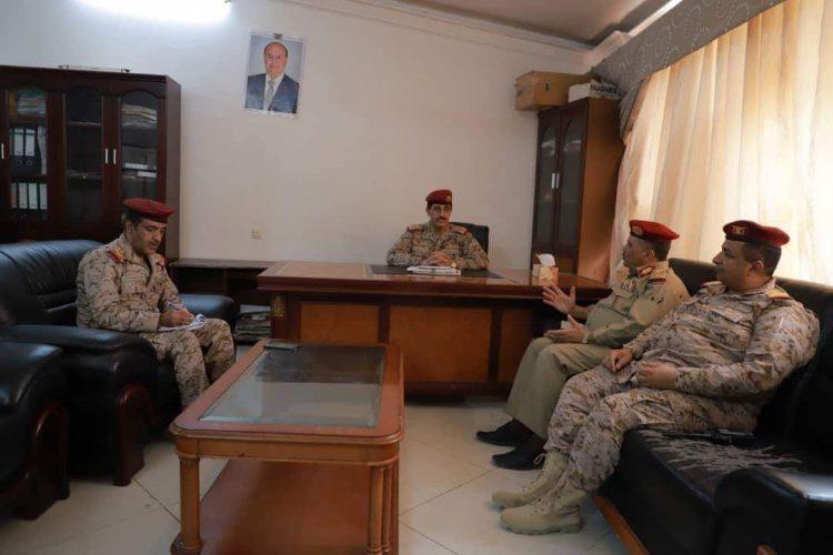 رئيس هيئة الاركان يلتقي قائد محور تعز ويؤكد على ضرورة استكمال تحرير المحافظة