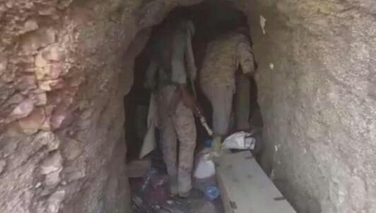 شاهد.. الجيش الوطني يعثر على كهف يحوي 5 غرف تستخدمها المليشيات لأغراض عسكرية
