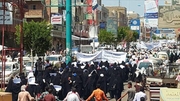 مسيرة حاشدة في تعز تطالب باستكمال التحرير ودعم الجيش الوطني بالعتاد