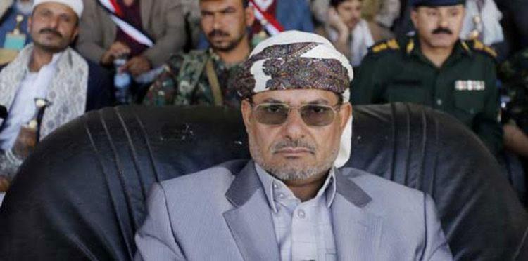 شقيق عبدالملك الحوثي يرفض التوشح بالعلم اليمني