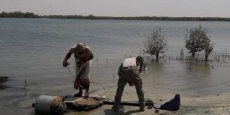 فرق التشكيل البحري التابع للجيش تعثر على ألغام بحرية في البحر الأحمر