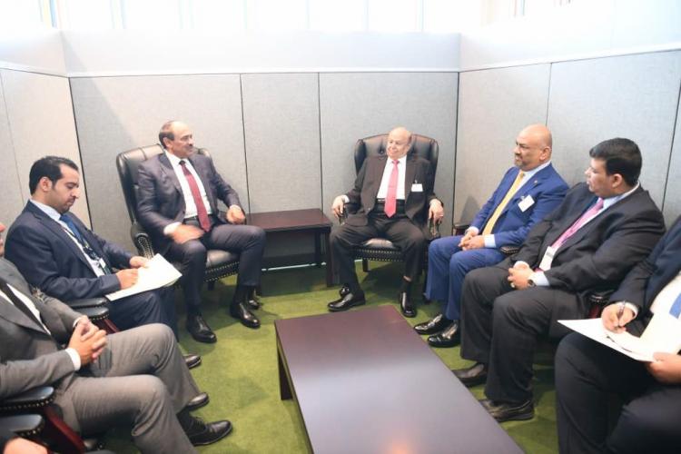 رئيس الجمهوري يستقبل وزير الخارجية الكويتي ويشيد بالواقف الكويتية الداعمة لليمن