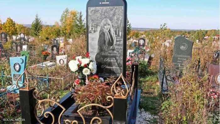 """امرأة روسية """"دفنت"""" في هاتف آيفون"""