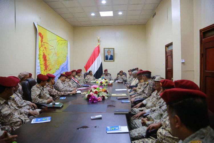 العقيلي يترأس اجتماعاً لرؤساء الهيئات والدوائر وعدد من قادة المناطق العسكرية في مأرب
