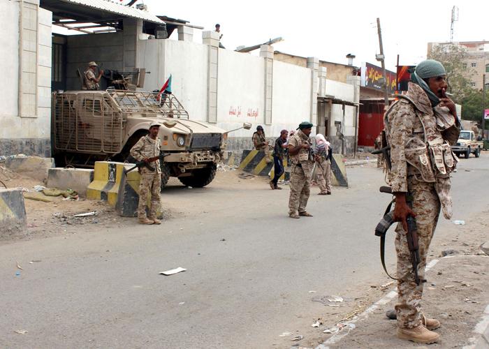 سلطات الأمن المدعومة أماراتياً تتجاهل حالات إغماء لمعتقلي سجن بئر أحمد
