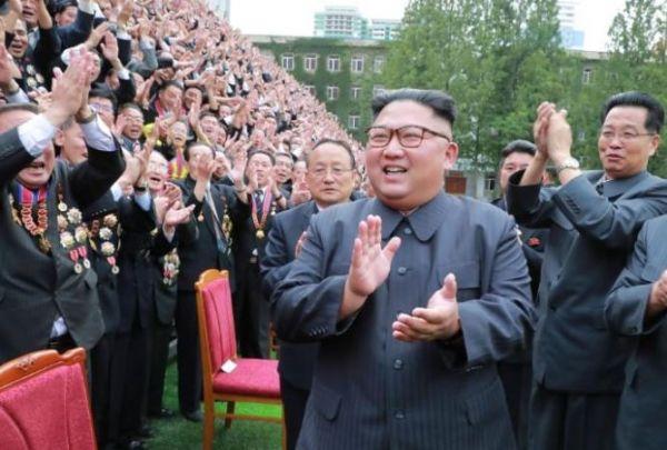 زعيم كوريا الشمالية يهدي الجنوب زوجا من الكلاب