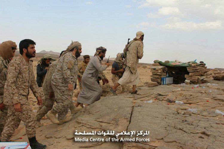 محافظ صعدة يتفقد أبطال الجيش في المواقع الأمامية بجبهة كتاف