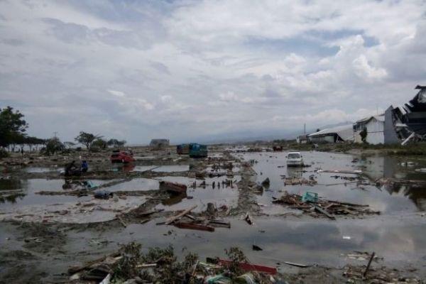 إرتفاع عدد ضحايا تسونامي بأندونيسيا إلى 832 قتيلا