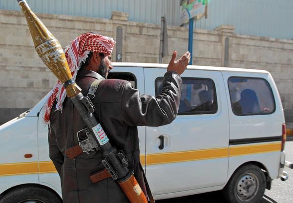 صنعاء: مليشيات الحوثي تمنع المواطنين اليوم السبت مغادرة منازلهم عبر عقال الحارات
