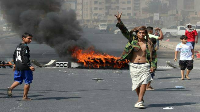 """In order to """"Exploit"""" the dying economy.. UAE pushes its allies to take a coup move in Aden"""