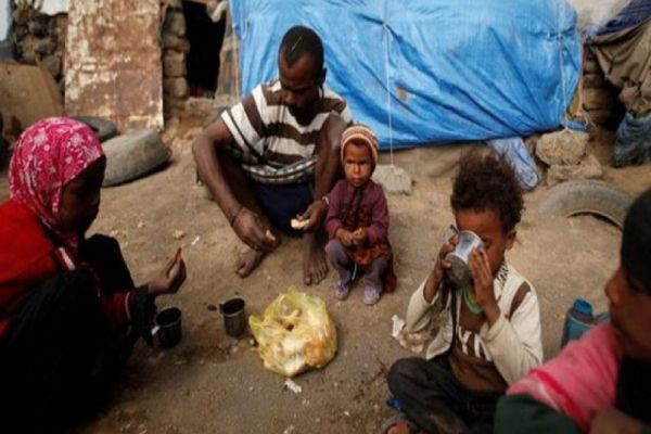 المجاعة في اليمن… خبز وشاي للبقاء على قيد الحياة