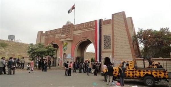 الحوثيون يقتحمون جامعة صنعاء ويختطفون أكثر من 50 طالبا وطالبة