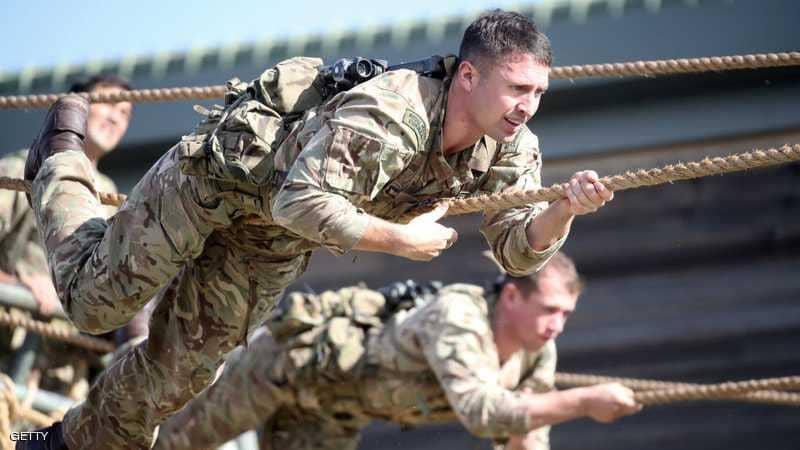 """""""المتحولون"""" بالجيش البريطاني.. رقم غريب وإجراء عسكري أغرب"""