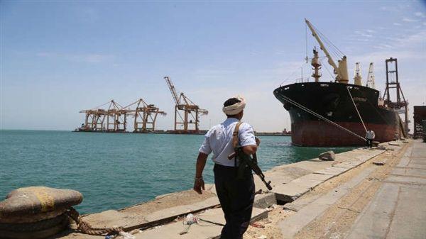 الحكومة تعلن احتجاز مليشيا الحوثي 10 سفن نفطية بميناء الحديدة