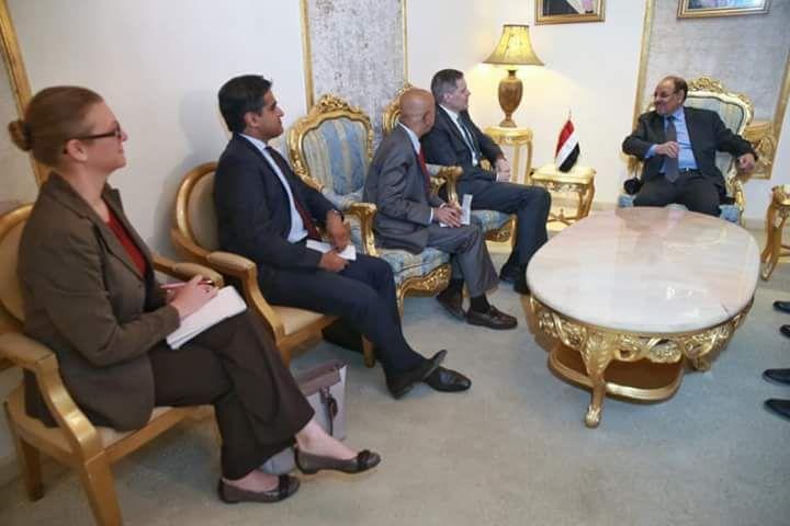 نائب رئيس الجمهورية يلتقي السفير الأمريكي لدى بلادنا لمناقشة المساجدات على الساحة الوطنية