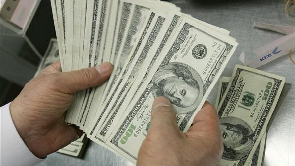 الريال يشهد استقرارا هشا عند 720 للدولار الواحد بعد أسبوع من الإنهيار الكبير