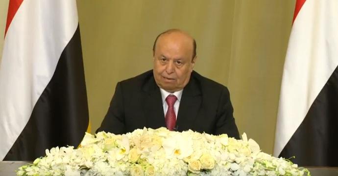 الرئيس هادي منتشياً في كلمته الارتجالية
