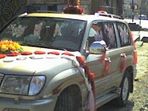 الحوثيون يرتكبون العيب الاسود في نقطة أبو هاشم برداع ويقدمون على حلق رأس عروستين حاولتا العبور الى مارب